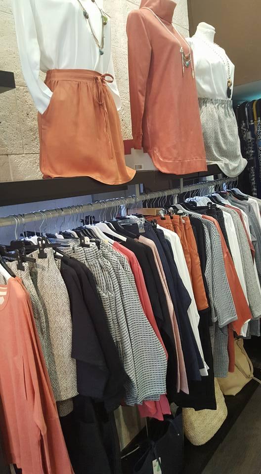 muestrario de ropa en nuestra tienda ambibu